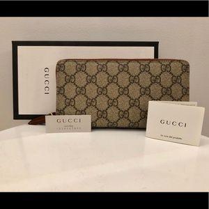 Gucci GG Supreme Zip Around Canvas Wallet